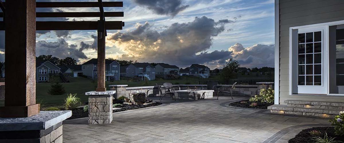 columns-pavers-lighted-steps-jmt-landscapes-patio-paver-landscapers-builder-contractor-unilock-belgard-techo-bloc-natural-stone