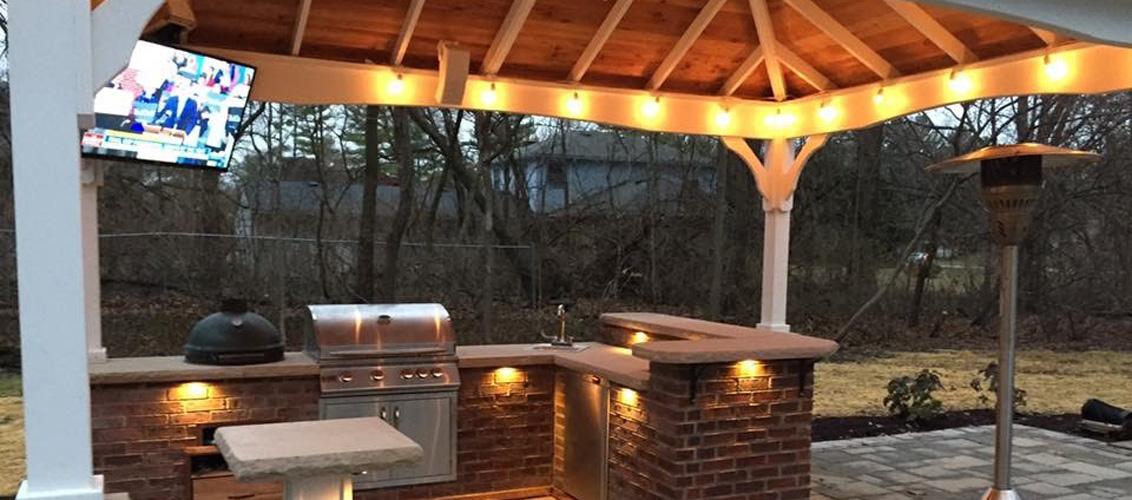 outdoor-kitchen-entertainment-lighted-jmt-landscapes-patio-paver-landscapers-builder-contractor-unilock-belgard-techo-bloc-natural-stone